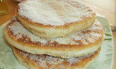 ΛΑΛΑΓΓΙΤΕΣ-ΤΗΓΑΝΙΤΕΣ ΤΗΣ ΓΙΑΓΙΑΣ ΜΟΥ Είναι πολύ αφράτα , ακόμη και την επόμενη μέρα. Greek Desserts, Greek Recipes, Greek Cooking, Doughnut, Pancakes, Food And Drink, Sweets, Breakfast, Breads