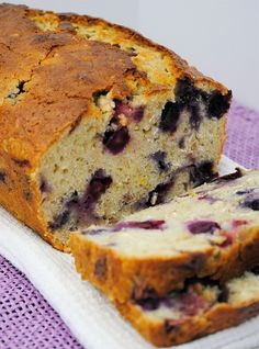 Breakfast or snack time is extra special with this blueberry & strawberry bread Raspberry Bread, Strawberry Bread, Blueberry Oat, Pound Cake Recipes, Pound Cakes, Sweet Bread, Yummy Snacks, No Bake Desserts, Bread Baking