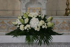 decoration church wedding composition floral auxerre yonne - Pin This Christmas Flower Arrangements, Flower Arrangements Simple, Church Wedding Decorations, Table Decorations, Contemporary Flower Arrangements, Deco Floral, Floral Wedding, Floral Wreath, Holiday