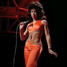 (twixnmix: Freda Payne performing on the BBC TV. Vintage Black Glamour, Vintage Beauty, Freda Payne, Foxy Brown, Black Art Pictures, Women In Music, Classic Beauty, Black Beauty, Female Singers