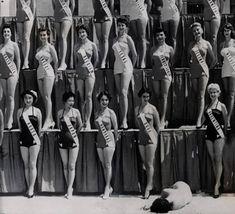 Miss Nueva Zelanda cae desmayada durante el concurso de Miss Universo en Long Beach- 15 de julio de 1954.