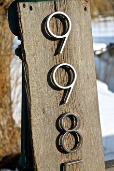 Best 90 Number Sign Home Design Ideas on A Budget 31 diy Rustic House Numbers, Pallet Barn, Barn Wood Picture Frames, Barn Wood Crafts, Barn Wood Signs, Home Signs, Diy On A Budget, Home Decor Furniture, House In The Woods