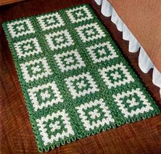 Green and White Rug – Free Crochet Pattern
