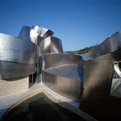 Guggenheim museum in Bilbao by Frank Gehry Museum Architecture, Amazing Architecture, Architecture Design, Frank Gehry, Guggenheim Museum Bilbao, Deconstructivism, Different Art Styles, Modern Architects, Filming Locations
