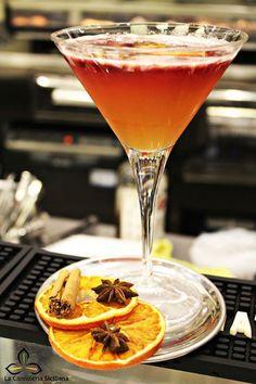 Siciliano Cocktail Rome Adventure, Orange Wheels, Coffee Club, Wine And Liquor, Italian Wine, Simple Syrup, Alcoholic Drinks, Cocktail, Meals