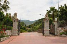 Villa Laura Villa Laura è un complesso turistico situato al centro di una zona ricca di siti archeologici e turistici. Tutte le componenti del villaggio sono state concepite per offrire un servizio di primissima qualità: dai nuclei abitativi,…