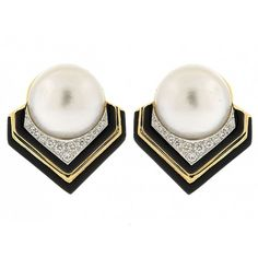 David Webb Mabe Pearl, Diamond and Black Enamel Earr #506071 ❤ liked on Polyvore featuring jewelry, david webb jewelry, black pearl jewelry, david webb, 18 karat gold jewelry y enamel jewelry