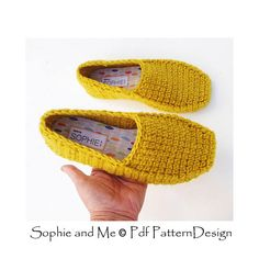 Ravelry: Winter Loafers pattern by Sophie and Me-Ingunn Santini Knitted Slippers, Crochet Slippers, Baby Winter, Knitting Socks, Sock Shoes, Warm And Cozy, Crochet Projects, Crochet Ideas, Softies