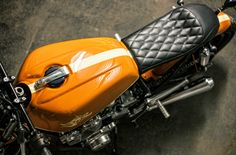 A garage for special motorcycles and cafe racers Cb750 Cafe Racer, Cafe Racer Tank, Scrambler Moto, Custom Cafe Racer, Cafe Racer Motorcycle, Cafe Racers, Honda Cb750, Honda Motorcycles, Bmw 328