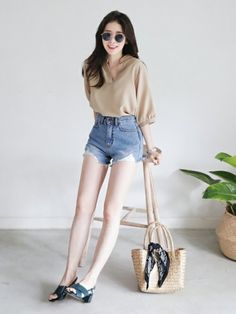 Korean Fashion Trends you can Steal – Designer Fashion Tips Korean Fashion Minimal, Korean Fashion Winter, Korean Fashion Dress, Ulzzang Fashion, Korean Outfits, Mode Outfits, Grunge Outfits, Asian Fashion, Celebrity Casual Outfits