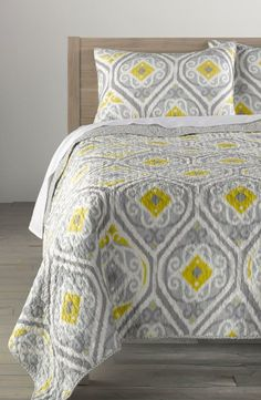 Love the yellow and the grey pattern on this quilt.