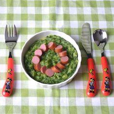 Kinderen en stamppotten? Mwa. Probeer deze kindvriendelijke variant eens, met appel, spinazie en knakworst! Recept op http://dekinderkookshop.nl/recipe-items/spinazie-appelstamppot/
