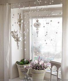 украшение окна сосульками