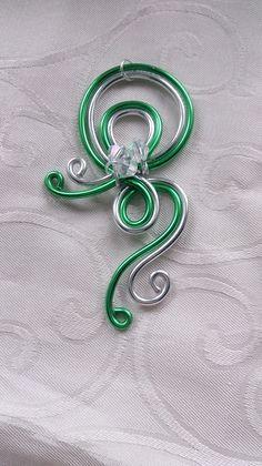 Pendentif N°35, bijoux fantaisie en fil aluminium argenté et vert