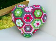 Inspiration - crochet pillow heart from African flowers Crochet Squares, Crochet Motif, Irish Crochet, Crochet Flowers, Crochet Patterns, Crochet Home, Cute Crochet, Crochet Crafts, Crochet Projects