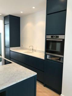 Open Plan Kitchen Living Room, Home Decor Kitchen, Interior Design Kitchen, Bathroom Interior, New Kitchen, Black Kitchens, Home Kitchens, Ikea Ringhult, Contemporary Kitchen Design
