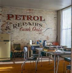 vintage sings retro style interior design wall decorating ideas