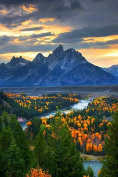 The Snake River Overlook in Grand Teton National Park.                                                                                                                                                      Más