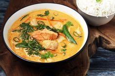 Fish Soup, Fish And Seafood, Thai Red Curry, Cravings, Food And Drink, Veggies, Low Carb, Lunch, Asian