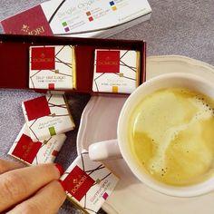 Oggi ci si coccola così: #caffe e #cioccolatini #domori #illy #foodlove #break #pausacaffe #instafood #instagood