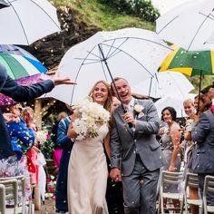 What happens if it rains at my wedding? London wedding photographer Babb Photo. #wetweatherweddingplan #rainywedding #rainyweddingphotography