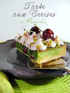 J'en reprendrai bien un bout...: Tarte meringuée aux Cerises & Pistaches French Desserts, Fun Desserts, Pastry Cake, Eclairs, Sweet And Salty, Avocado Toast, Sweet Recipes, Deserts, Good Food