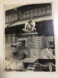 "Japanese soldiers in the turret of a tank Type 4 ""Ke-nu"". - Pin it by Gustavo Bueso Jacquier Military Photos, Military History, Imperial Japanese Navy, Army Infantry, War Thunder, Military Armor, Nuclear War, Ww2 Tanks, Type 4"