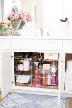 Bathroom organization 292874782020879193 - How to Maximize Your Bathroom Storage Source by Counter Decor, Bathroom Organisation, Small Apartment Bathroom, Bathroom Interior Design, Bathroom Decor, Bathroom Design, Bathroom Counters, Apartment Bathroom, Diy Bathroom Storage