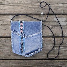 Upcycled Denim Hip Bag - Reworked Blue Jean & Blue Cotton Pouch by silvia Jeans Recycling, Recycle Jeans, Jean Crafts, Denim Crafts, Blue Jean Purses, Denim Purse, Denim Ideas, Hip Bag, Recycled Denim