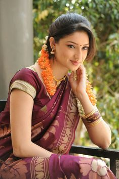 Tanvi vyas Indian Tv Actress, Indian Actresses, Most Beautiful Women, Beautiful Dresses, Romantic Girl, Bride Portrait, Traditional Looks, India Beauty, Indian Sarees