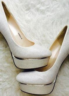 Kupuj mé předměty na #vinted http://www.vinted.cz/damske-boty/lodicky/13729048-krasne-stribrne-boty-na-podpatku-lodicky