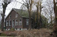 2012 Overschie foto Heleen van Zantvoort Abandoned Houses, Cabin, House Styles, Home Decor, Abandoned Homes, Decoration Home, Room Decor, Cabins, Cottage