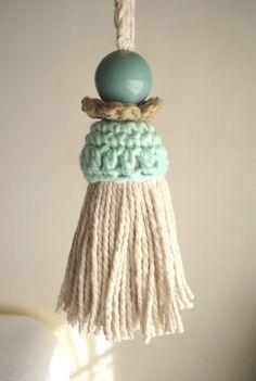 Two different tassel designs using crochet accents Crochet Home, Love Crochet, Diy Crochet, Diy Tassel, Tassels, Crochet Motifs, Crochet Patterns, Crochet Christmas Hats, Crochet Decoration