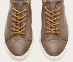 The all-American classic sneaker gets a serious overhaul with supple Italian leather in a kaleidoscope of rich hues – the type you can only get from vegetable dying, the world's most artisanal and oldest tanning method. Thick leather laces and solid metal eyelets remind you how important the details are.