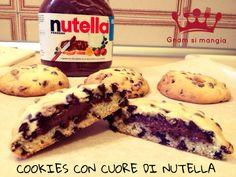 Cookies con cuore di nutella   Gnam si mangia. Un concentrato di bontà, questi biscotti con il cuore morbido di nutella vi conquisteranno!