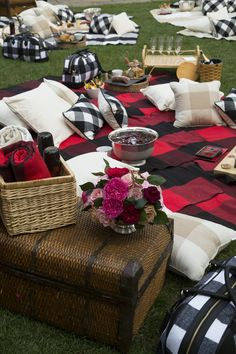 TIPS FOR THROWING A FALL PICNIC | LONNY.COM