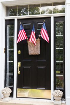 Door-Decoration-Ideas-for-the-Fouth-of-July-and-Patriot-holidays