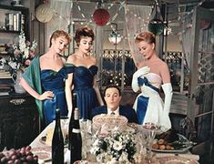 Taina Elg, Kay Kendall, Gene Kelly, Mitzi Gaynor in 'Les Girls', 1957 Gene Kelly, Orry Kelly, Robes Glamour, 50s Glamour, Old Hollywood Glamour, Hollywood Style, Vintage Hollywood, Carole Lombard, Costume Hollywood