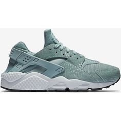 Nike Air Huarache Print Women's Shoe. Nike.com ($120) ❤ liked on Polyvore featuring shoes, nike, print shoes, nike shoes, patterned shoes and nike footwear