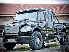 How many Pickups do you know of built on a Freightliner chassis, that can be a daily driver without the need of a CDL? Big Rig Trucks, 4x4 Trucks, Diesel Trucks, Custom Trucks, Lifted Trucks, Cool Trucks, Mack Trucks, Pick Up, American Pickup Trucks