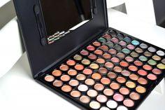 Hot Earth 88 colour eyeshadow palette