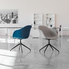 Bright office space featuring the Astoria Armchair from Laura Davidson Furniture Bright Office, Grey Armchair, Cool Chairs, Blue Chairs, Minimalist Office, Mid Century Modern Furniture, Modern Chairs, Chair Design, Mid-century Modern
