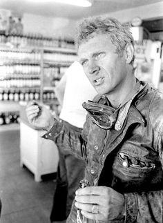 honey-rider:  Steve McQueen Available at www.BritishMotorcycleGear.com