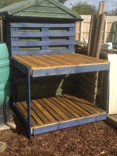 Potting table made from recycled pallets