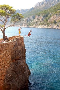 #neverhaveiever been brave enough to jump into the ocean...off anything. This little area is known as the love stone. Hvar, Croatia @StudentUniverse
