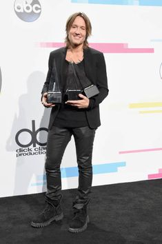 Keith Urban poses in the press room during 2017 American Music Awards at Microsoft Theater on November 19, 2017 in Los Angeles, California.