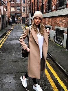65 Cute Winter Outfits with Sneakers 2019 - - Winter Mode Cute Spring Outfits, Winter Outfits Women, Winter Dresses, Winter Outfits 2019, Long Dresses, Looks Style, Looks Cool, Classy Outfits, Chic Outfits