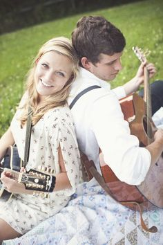Playing guitar engagement session | photography by http://www.jennieandrewsphoto.com/