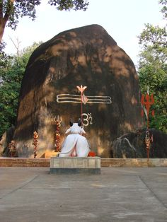 Bhootnatheswar - the largest Shiva Linga in India, Chhattisgarh Mruda Gariaband district of Chhattisgarh village is among the dense forests, natural Shivling which is known as the Bhuteshwar Nath. It is the world's largest natural Shivling. Shiva, about 18 feet high and 20 feet from the ground is spherical. Shiva height are measured every year by the Department of Revenue, which is constantly growing 6 to 8 inches.