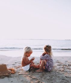 kids & the sea 🌊 do for pics of kiddos to be republished! Cute Family, Family Goals, Family Life, Cute Kids, Cute Babies, Baby Kids, Beach Babies, Baby Baby, Jolie Photo
